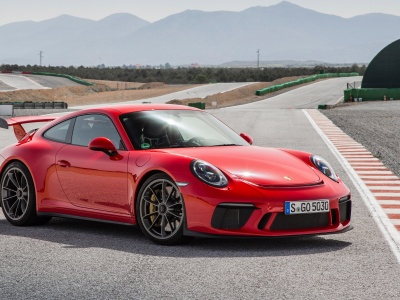 Red Porsche 911 GT3 (click to view)