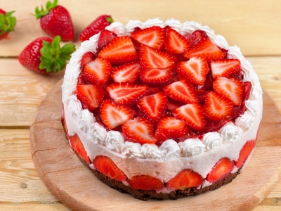 Strawberries Cake (click to view)