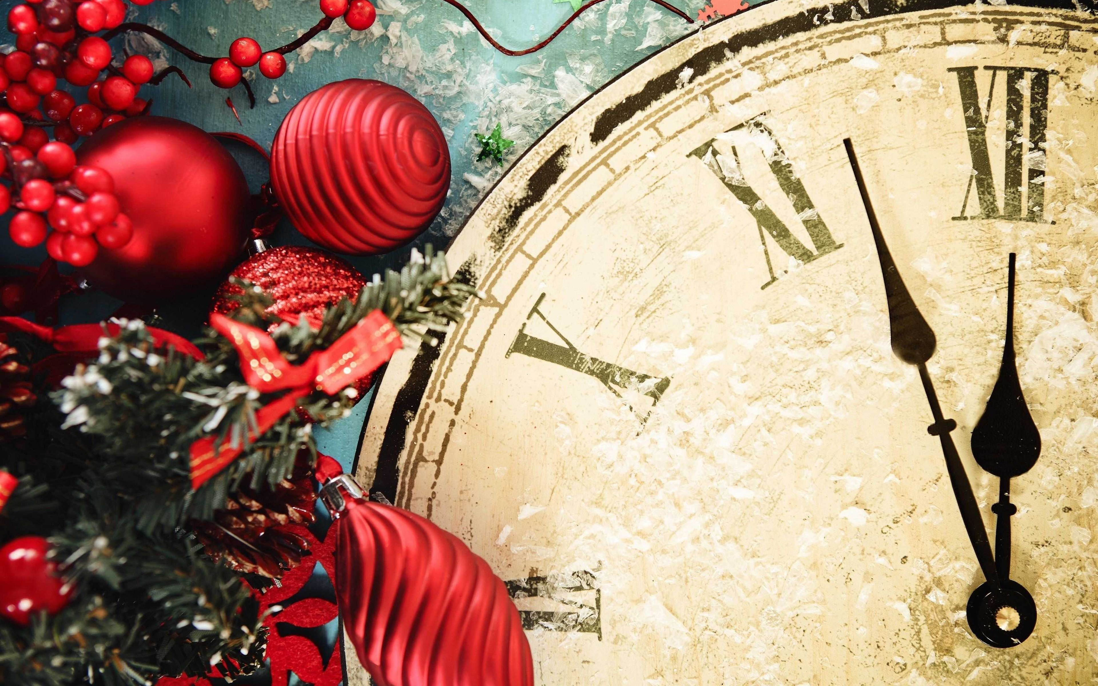 Berry Red Ornaments Clock New Year