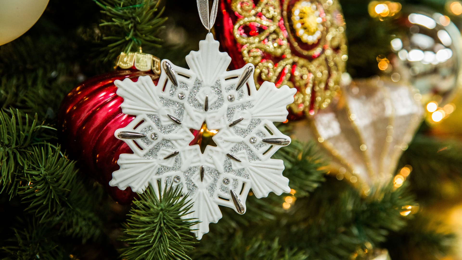 White Snowflake Christmas Tree